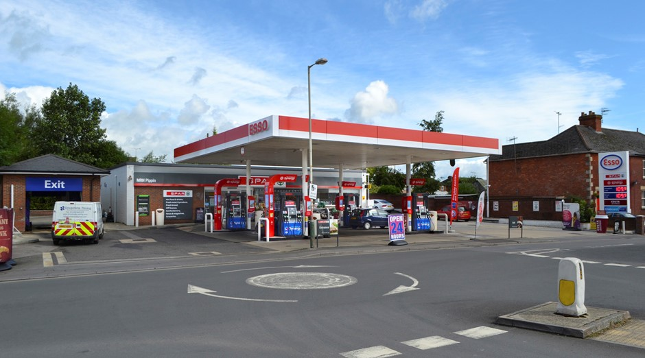 PIPPIN SERVICE STATION, OXFORD ROAD, CALNE, WILTSHIRE